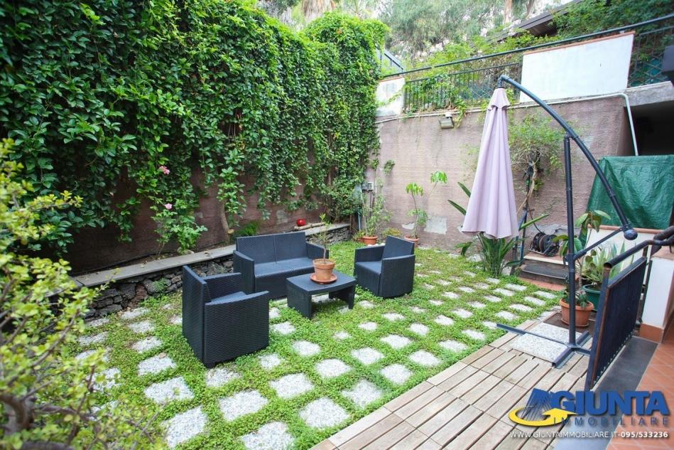 Aci Trezza/Eden Riviera appartavilla 3,5 vani + giardino +terrazzo + ...